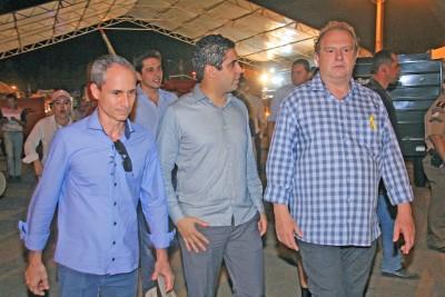 Borges, ao lado do secretário-chefe da Casa Civil e do governador Mauro Carlesse