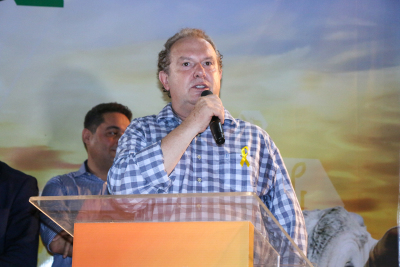 Governador Carlesse entrega caminhões e equipamentos e destaca a importância da modernização da agricultura familiar