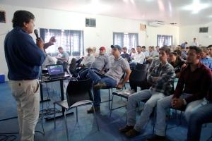 Palestrante Marcelo Cunha fala sobre recuperação e reforma de pastagens degradadas.