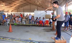 Vencedor do torneio, André Acyer, faz arremesso de isca artificial