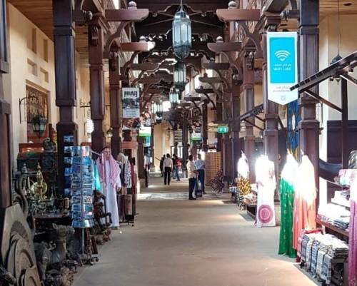 Comércio é um dos pontos altos da maior cidade dos Emirados Árabes