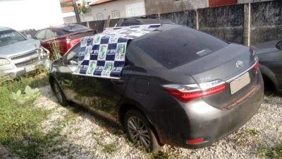 Veículo apreendido pela PM em Araguatins_400.jpg