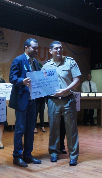 Major Miron recebe o prêmio