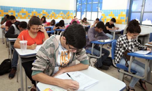 Alunos realizam simulados com questões semelhantes às do Exame