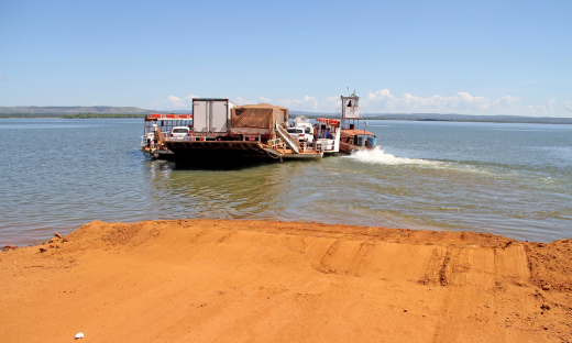 Enquanto o laudo técnico era realizado na estrutura da ponte, o Governo disponibilizou balsas para fazer a travessia de veículos e moradores da região