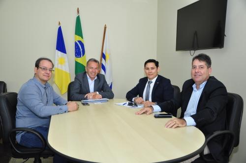 Secretário de Administração recebe Conselheiros do CRA e CFA