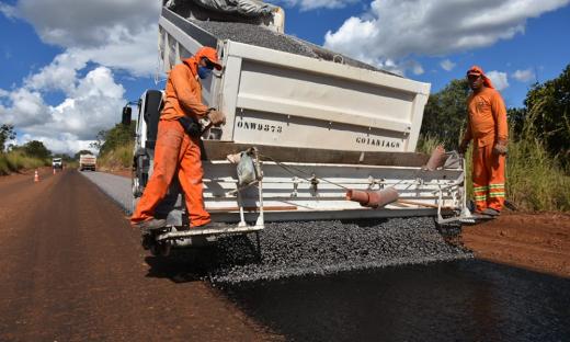 Entre Novo Jardim e a divisa com a Bahia, a recuperação está sendo feita com a construção de um novo pavimento