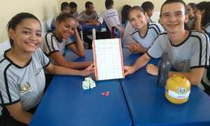 Alunos do Colégio da Polícia Militar de Paraíso aprendem Matemática brincando