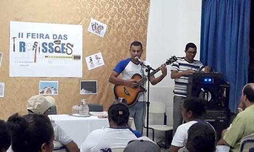 A noite foi animada com apresentações musicais dos alunos