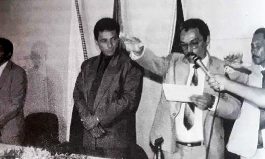 Fenelon Barbosa foi o primeiro prefeito de Palmas. A foto histórica mostra o momento da sua posse
