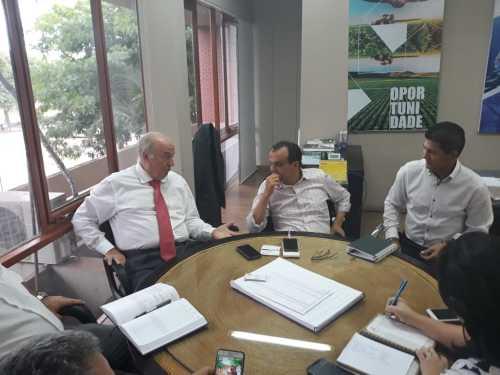 Secretário Ridoval com o prefeito de Porto Nacional, Joaquim Maia, discute ações para atrair empresas para o município