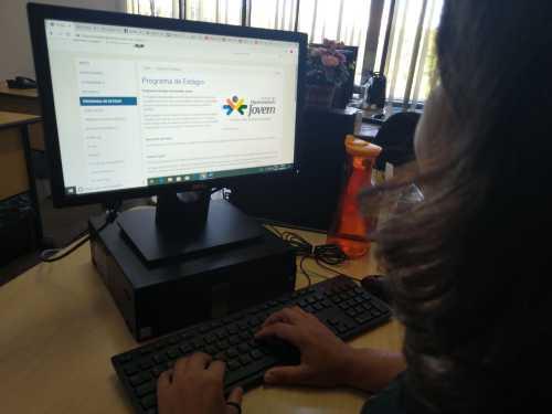 Estudantes podem acessar informações no site da Secad