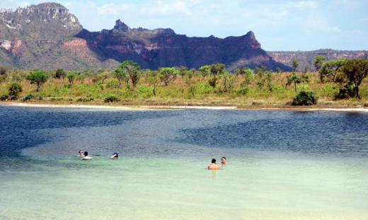 De água transparentes, a Lagoa da Serra fica no município de Rio da Conceição no Tocantins