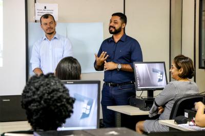 subsecretário da Setas, Tiago Costa (à direita)
