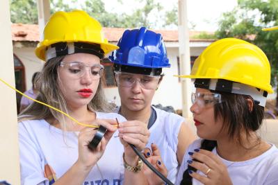 As alunas foram contempladas com todo o material didático das aulas teóricas, os materiais e os equipamentos de segurança necessários para as disciplinas práticas