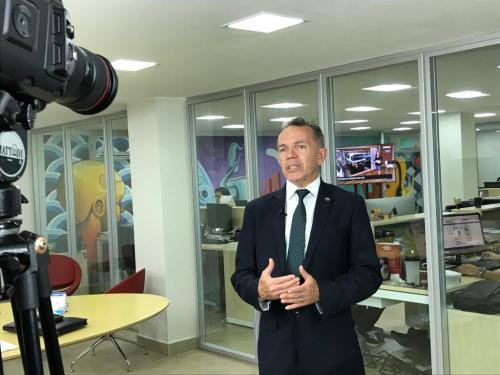 Secretário grava convite para Fórum em Palmas, na TV WEB ADM, em Brasília