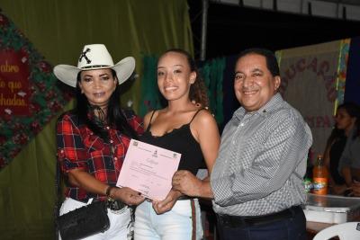 Foto 2 - Secretário Estadual Messias Araújo entrega diploma.jpeg