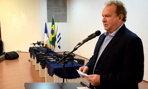 O governador do Estado do Tocantins, Mauro Carlesse, participou nesta segunda, 10, da entrega de novos armamentos, munições e equipamentos para a Polícia Militar