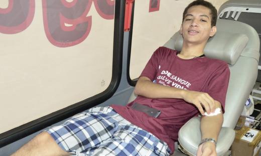 O estudante Bruno Sodré, de 16 anos ficou sabendo da unidade móvel na sua escola e veio doar