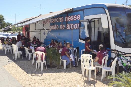 A unidade móvel está percorrendo durante todo o mês de junho pontos estratégicos para receber doações de sangue