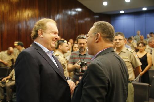 Governador Mauro Carlesse e Tom Lyra, durante  a homenagem