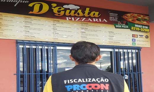Procon da prazo para que pizzarias mudem informação no cardápio sobre cobrança