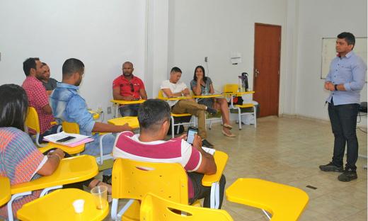 Assistente Social do Ceip masculino de Palmas, Josemy Alves Coelho, ministra primeira aula do 2º módulo do curso de Formação de Gestores em Socioeducação