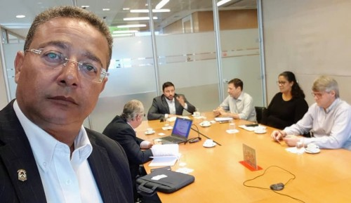 Tom Lyra, durante reunião com diretores do Santander