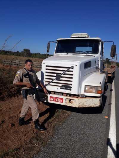 Foto 02 Caminhão encontrado com registro de furto, às margens da TO 373, em Araguaçu._400.jpg