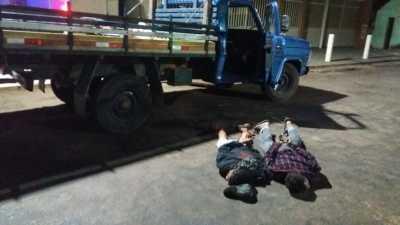 Foto 01 Caminhão foi recuperado pela Polícia Militar em Figueirópolis. Dois suspeitos de cometerem o furto foram presos._400.jpg