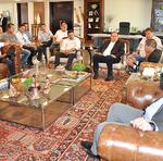 Ainda na manhã desta terça-feira, 25, o Governador recebeu o presidente da Aprosoja-Tocantins, Maurício Buffon, além de uma comitiva de produtores rurais que pretendem ampliar seus investimentos no Estado