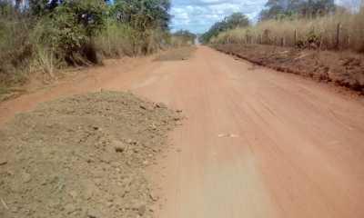 Era preciso alguns dias seguidos de sol para que os trabalhos em estradas de chão batido pudessem  ser executados.