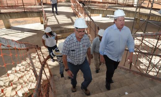 O Governador esteve acompanhado do secretário de Estado da Saúde, Edgar Tolini, e por funcionários da empresa responsável pela execução da obra