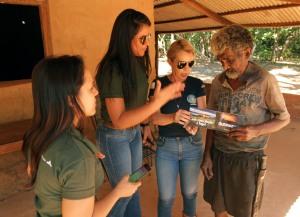 Equipes percorrem a zona rural dos municípios informando a importância de evitar as queimadas
