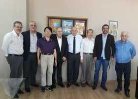 Secretário ao lado dos diretores do consórcio chinês e técnicos da Sics