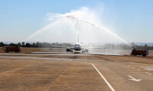 Aeronave passou por tradicional batismo ao pousar na Capital