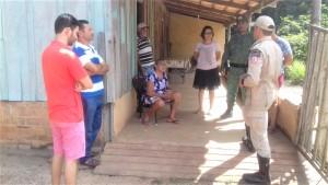 Bombeiro militar e parceiros orientam moradores na zona rural