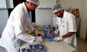 Produtos de Páscoa em teste metrológicos no laboratório de Pré-Medidos da AEM