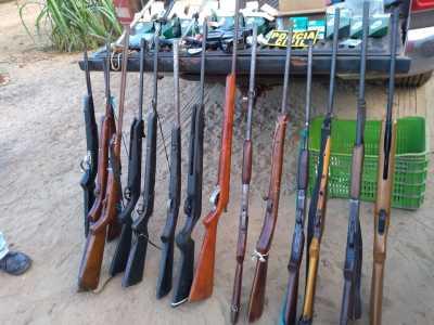 Várias armas de fogo apreendidas pela Polícia Civil durante operação da Polícia Civil