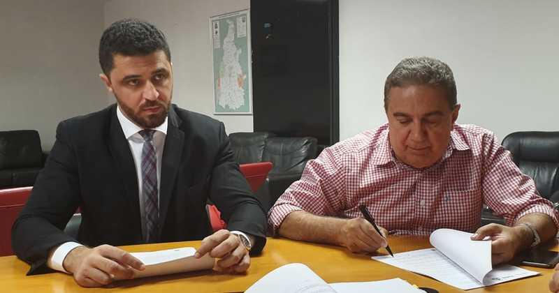 Fidelis e Laurez assinam acordo que vai dar oportunidade de trabalho a 30 reeducandos