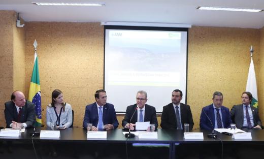 Wanderlei Barbosa participou da cerimônia lançamento do edital, para o Leilão de Exploração de Minério, em Palmeirópolis
