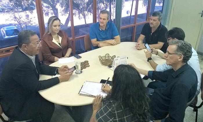 Equipes da Adetuc e Seagro reunidas para tratar da pesca esportiva