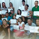 Alunos recebem certificados do curso