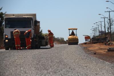 Obras de reconstrução de 40 km de asfalto no trecho da rodovia TO-255, que liga Porto Nacional a Monte do Carmo.