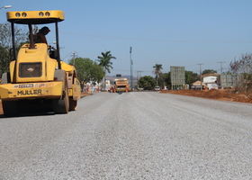 Já foram executados cinco quilômetros da reciclagem e incorporação do asfalto velho na nova base da rodovia