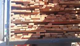 Caminhão com madeira irregular,  sem documentação de origem