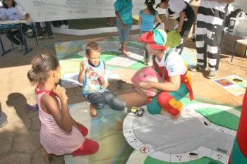 Detran participou do Ação Global com palestras, jogos educativos, brincadeiras, distribuição de panfletos, cartilhas e de kits pedagógicos para crianças e adultos