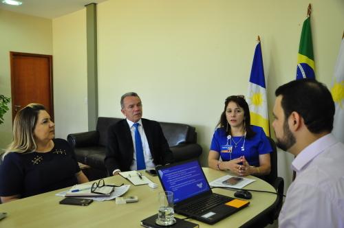 Em reunião, equipe da Caixa Econômica Federal apresenta as proposta de curso de capacitação para os servidores do Estado.