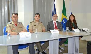 Da esquerda para a direita: coronel Reginaldo Leandro, comandante do CBM; coronel Jaizon Veras, comandante-geral da PM; secretário de segurança Pública, Cristiano Sampaio e Raimundo Bezerra, diretora de Polícia Civil