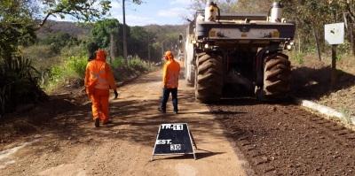 Os serviços vão resultar na melhoria das condições de 1,1 quilômetros pavimentados na região turística do Rio Azuis.